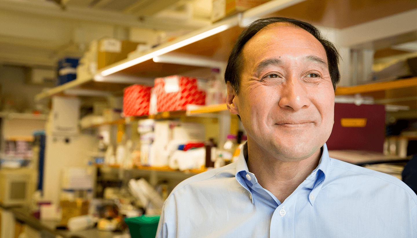 Photo of Rich Lee in his lab at Harvard